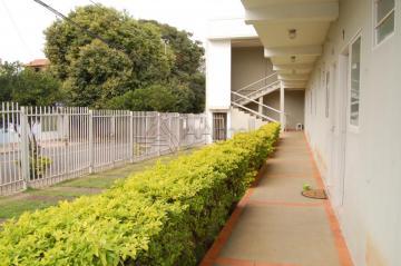 Alugar Apartamento / Kitnet em Franca R$ 400,00 - Foto 2